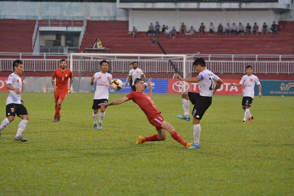 Quang Ninh vs SLNA anh 5