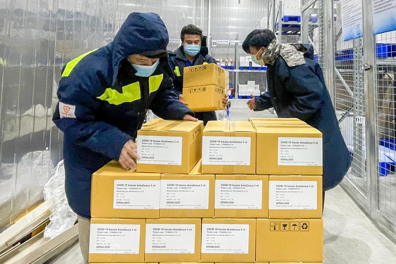 Hon 100 trieu lieu vaccine du kien ve Viet Nam anh 1