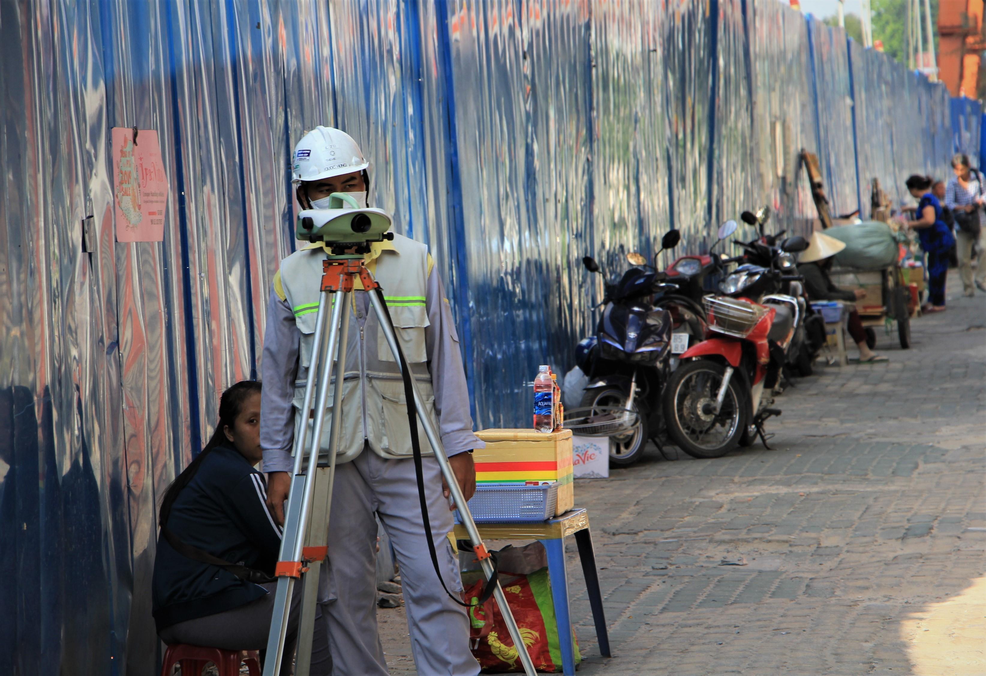 Sụt lún ngay đoạn tường vây metro được điều chỉnh từ 2 m xuống 1,5 m