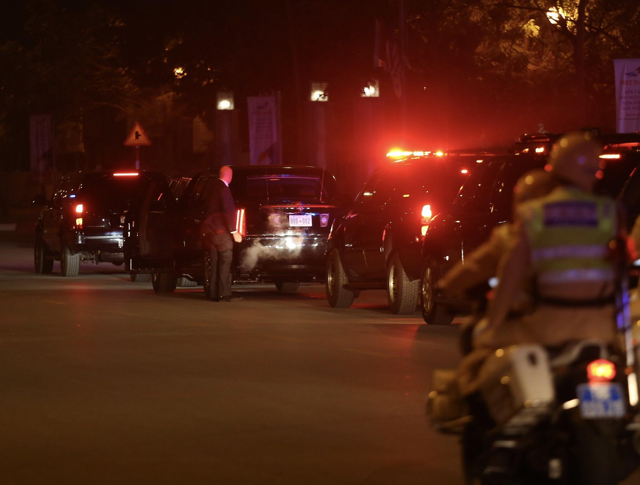 Dàn xe chuyên dụng đến Nội Bài đón Tổng thống Mỹ