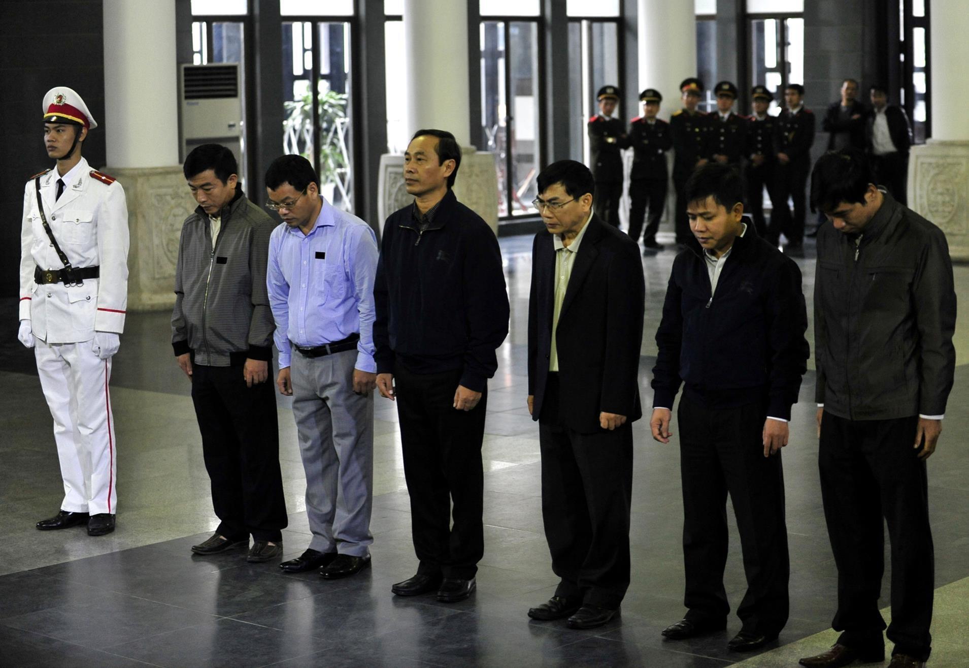 Duong sat Cat Linh - Ha Dong: Dua con 16 nam chua the chao doi hinh anh 11