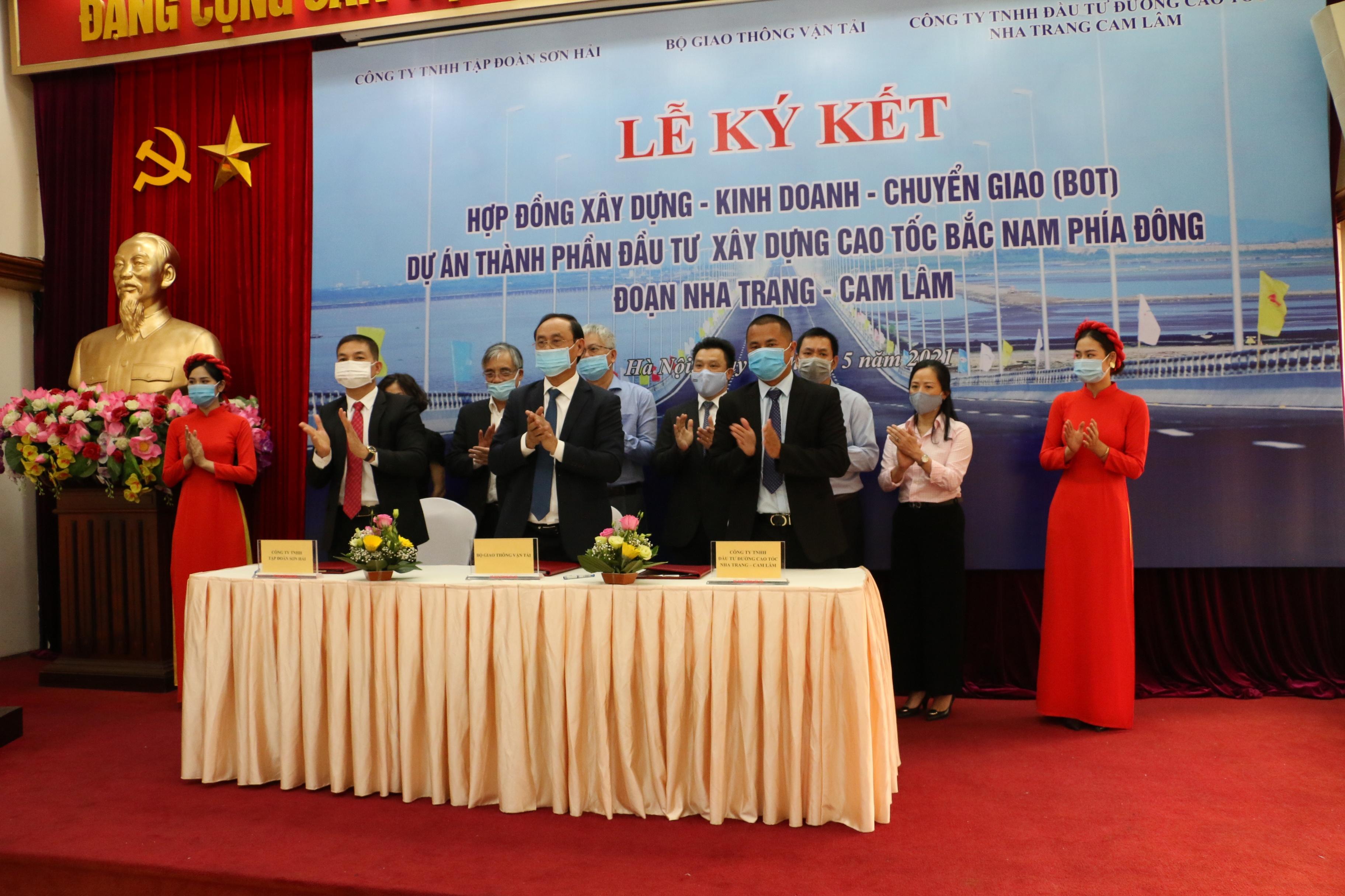 ky hop dong BOT Nha Trang - Cam Lam anh 1
