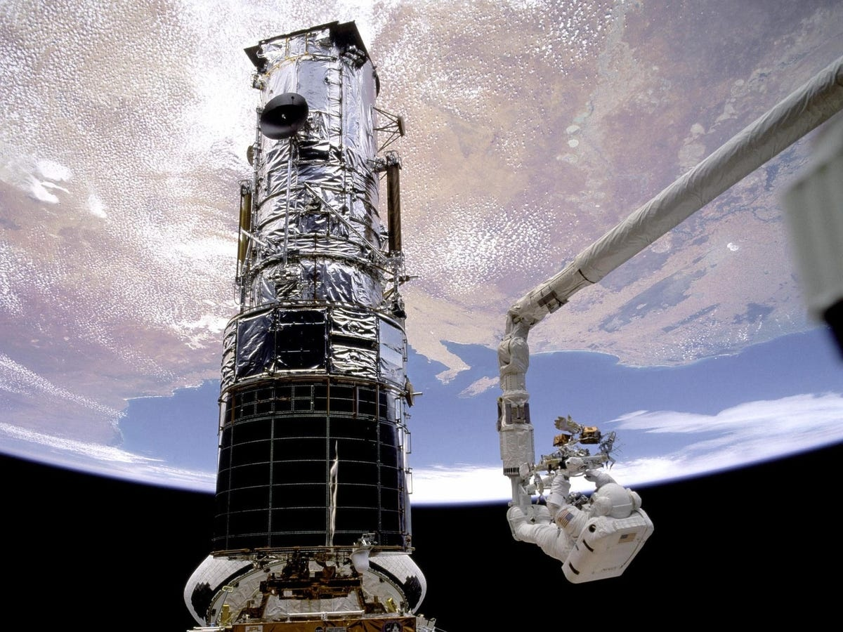 Kinh vien vong khong gian Hubble anh 2