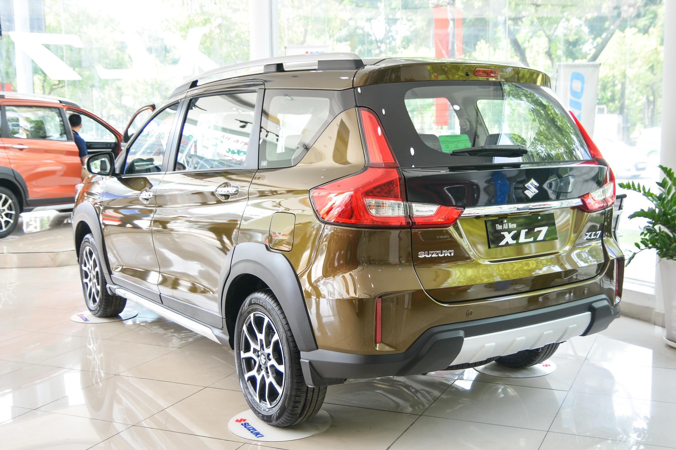 SUV 7 cho gia lan banh duoi 800 trieu dong anh 8