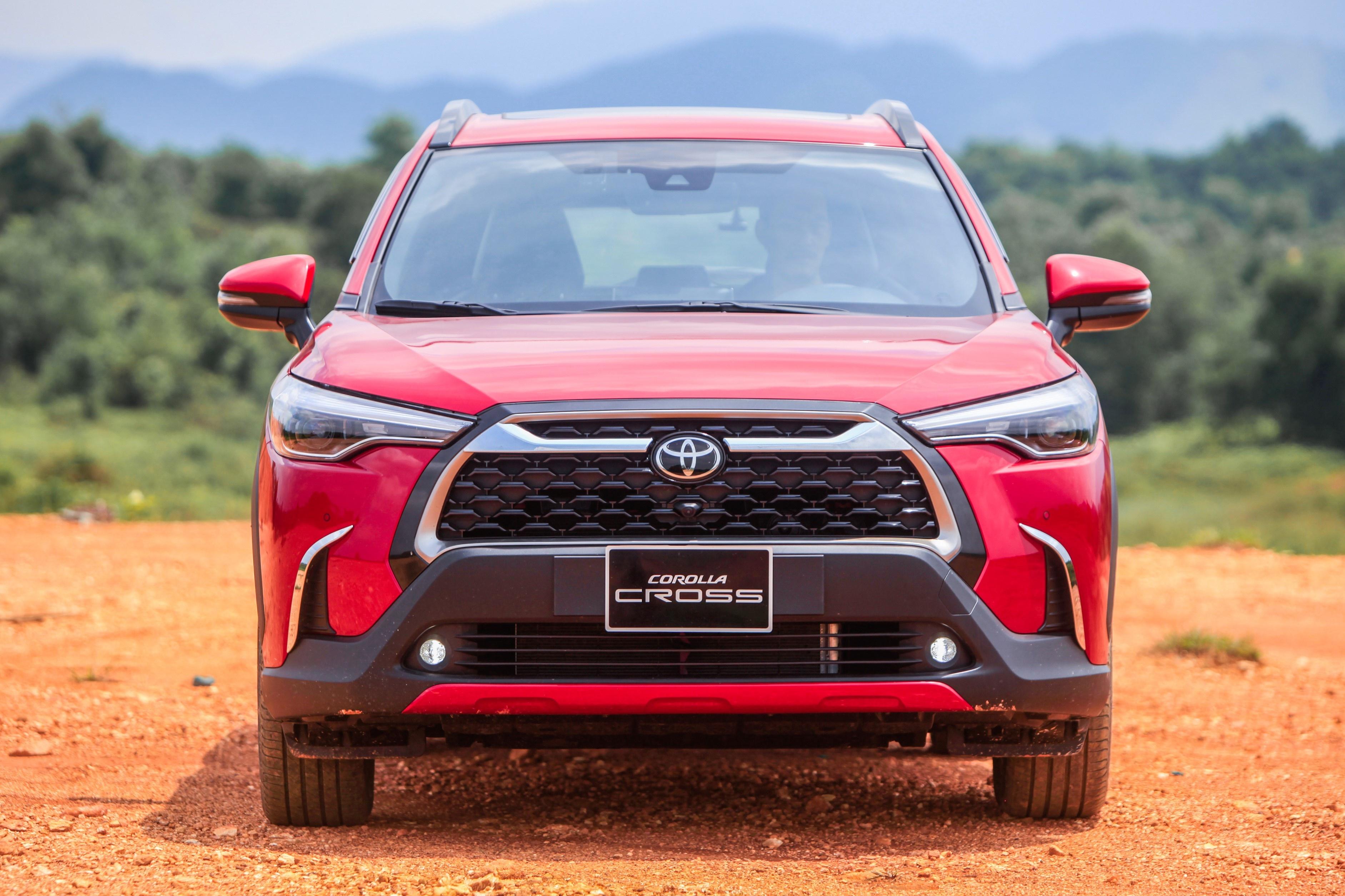 Chon Kia Seltos 1.4 Premium hay Toyota Corolla Cross 1.8V? anh 5