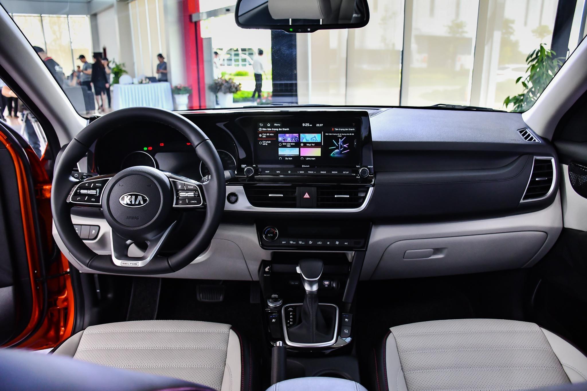 Chon Kia Seltos 1.4 Premium hay Toyota Corolla Cross 1.8V? anh 11