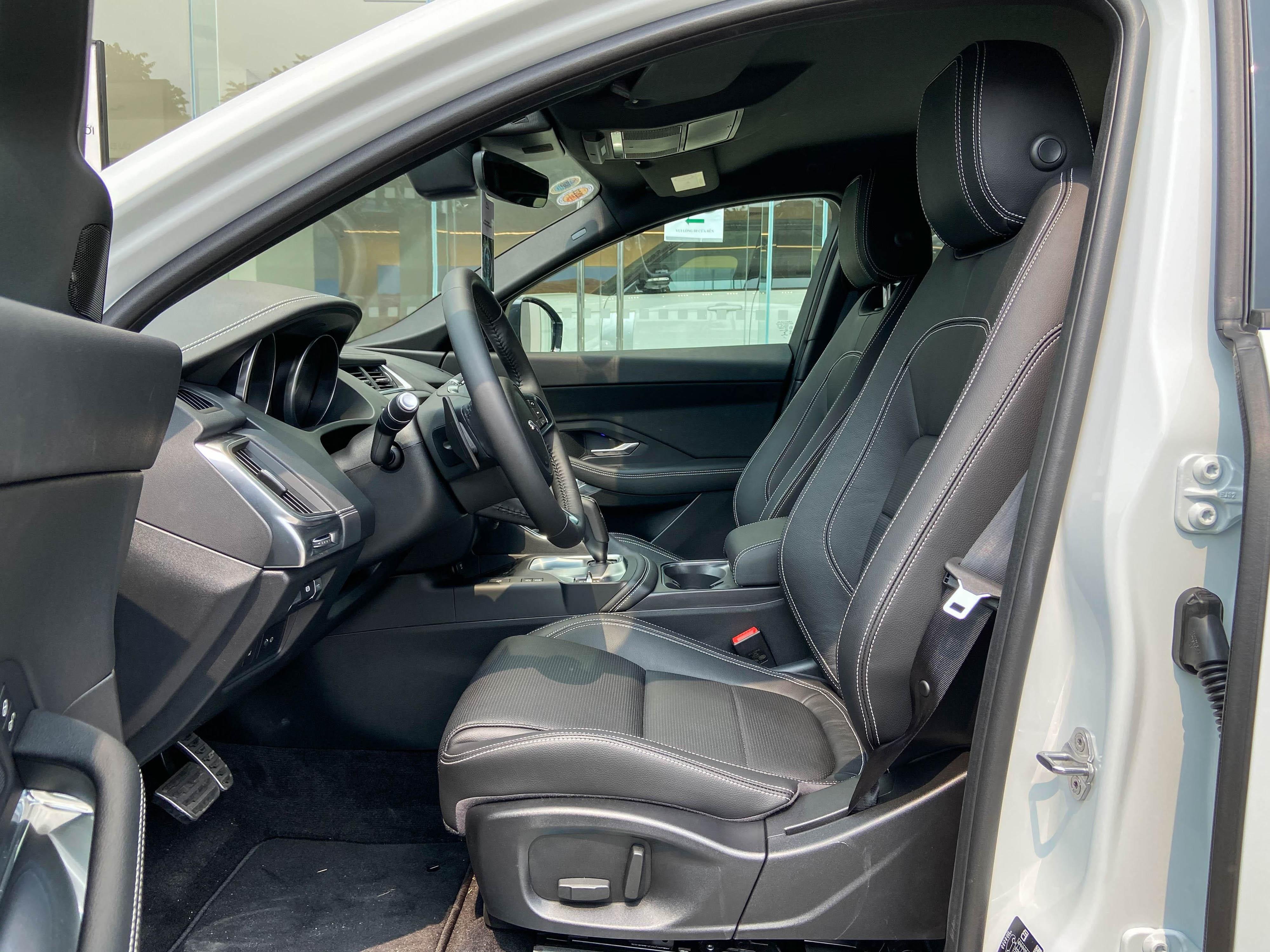 So sanh Range Rover Evoque va Jaguar E-Pace anh 14