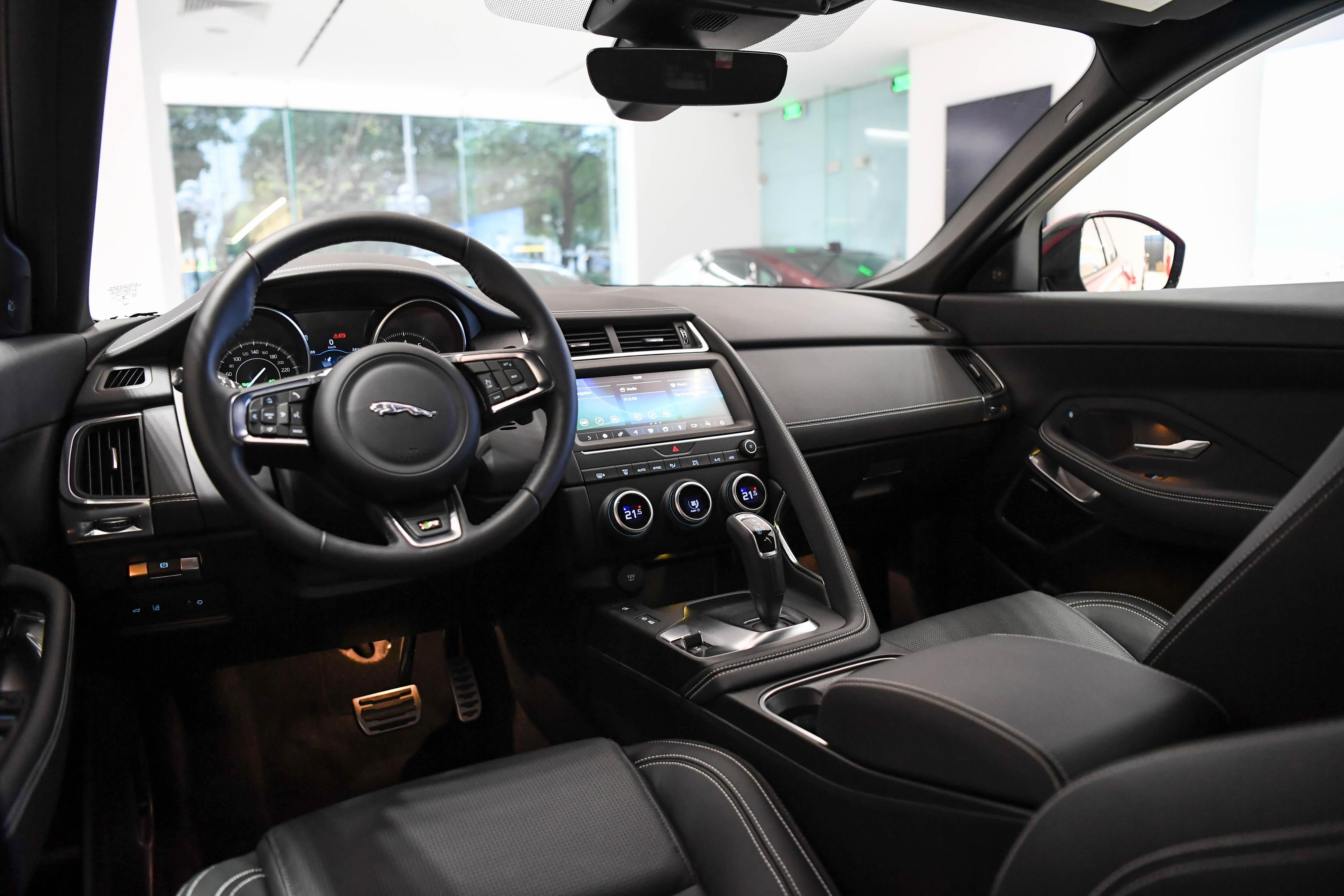 So sanh Range Rover Evoque va Jaguar E-Pace anh 12