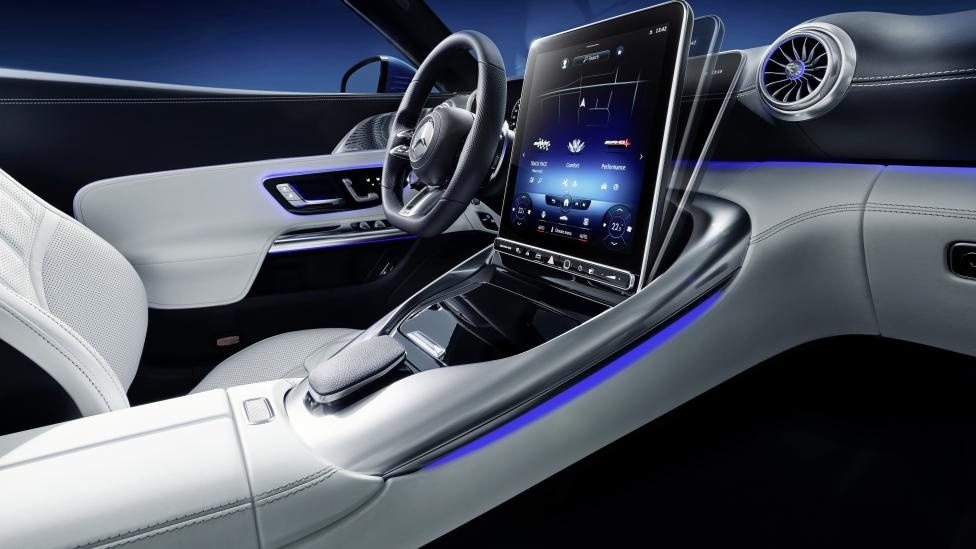 noi that xe the thao Mercedes-AMG SL anh 3