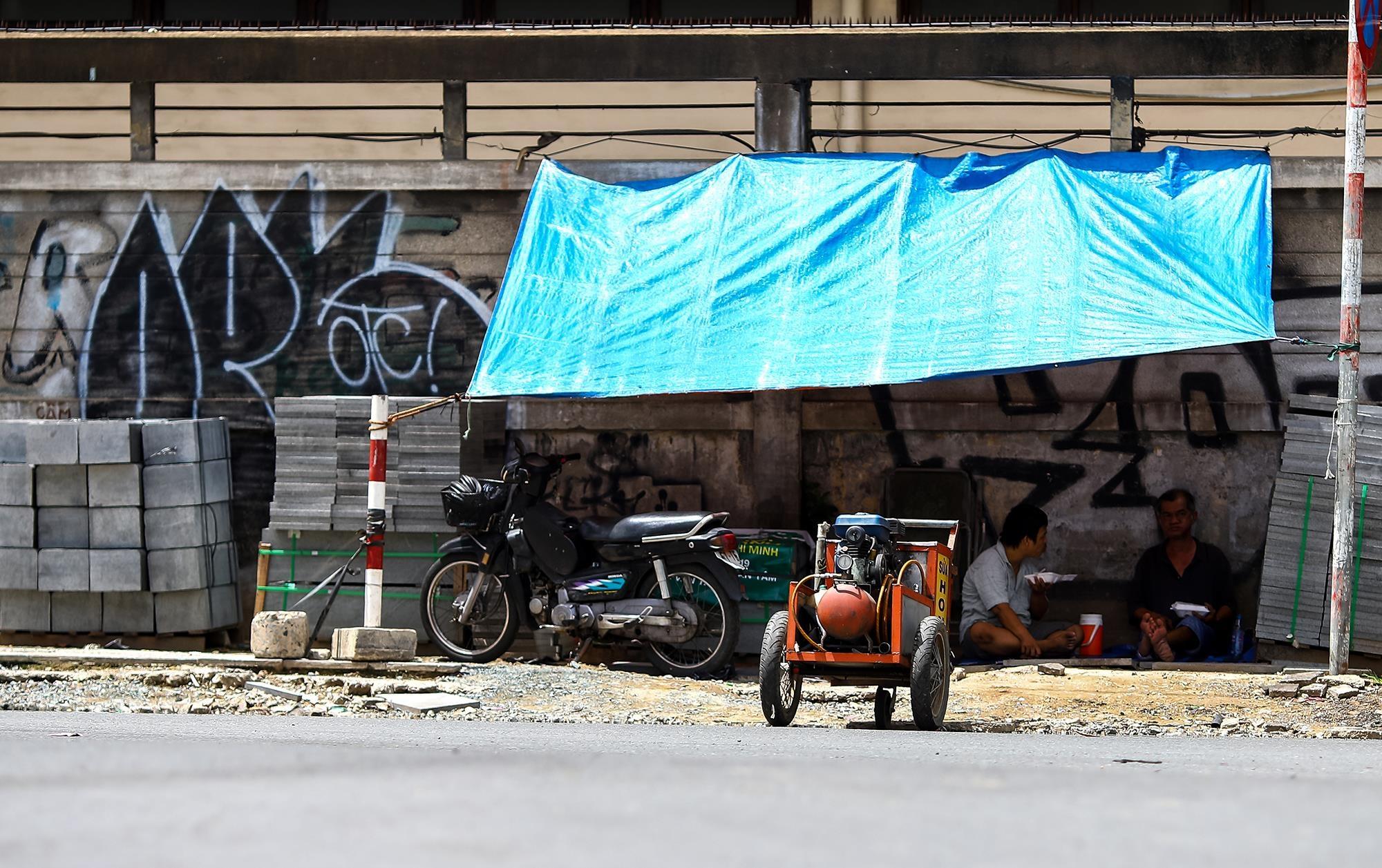 Ông Lê Văn Long, 60 tuổi, người sửa xe trên đường Tôn Đức Thắng hơn 30 năm, cho biết: