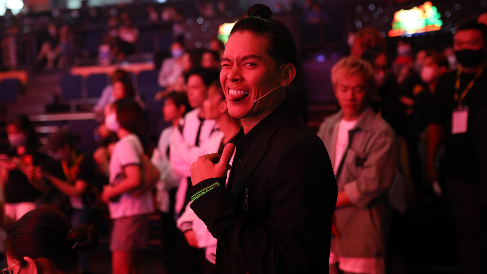 John Huy Tran lam giam khao show vu dao anh 17