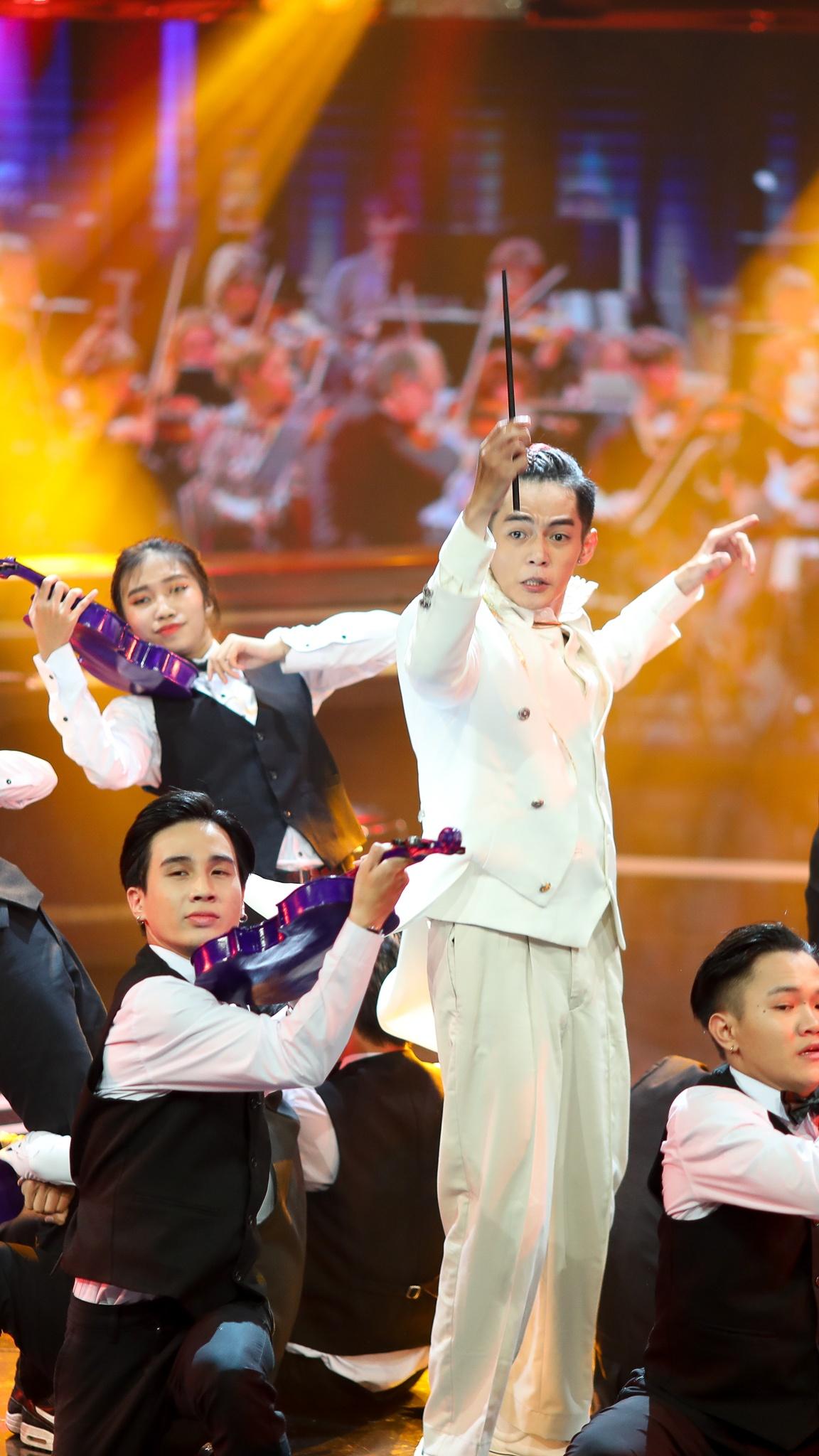 John Huy Tran lam giam khao show vu dao anh 30