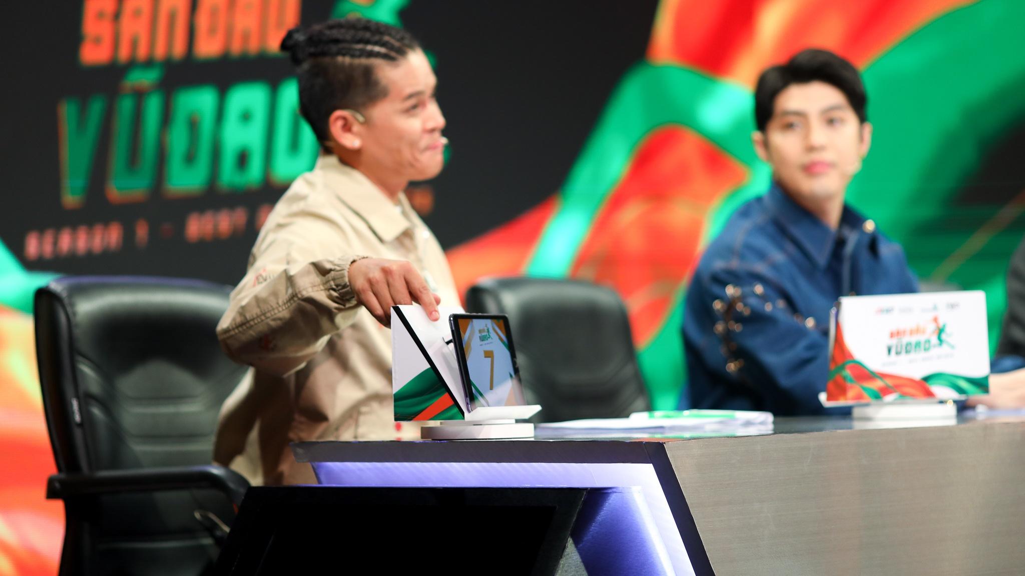 John Huy Tran lam giam khao show vu dao anh 27