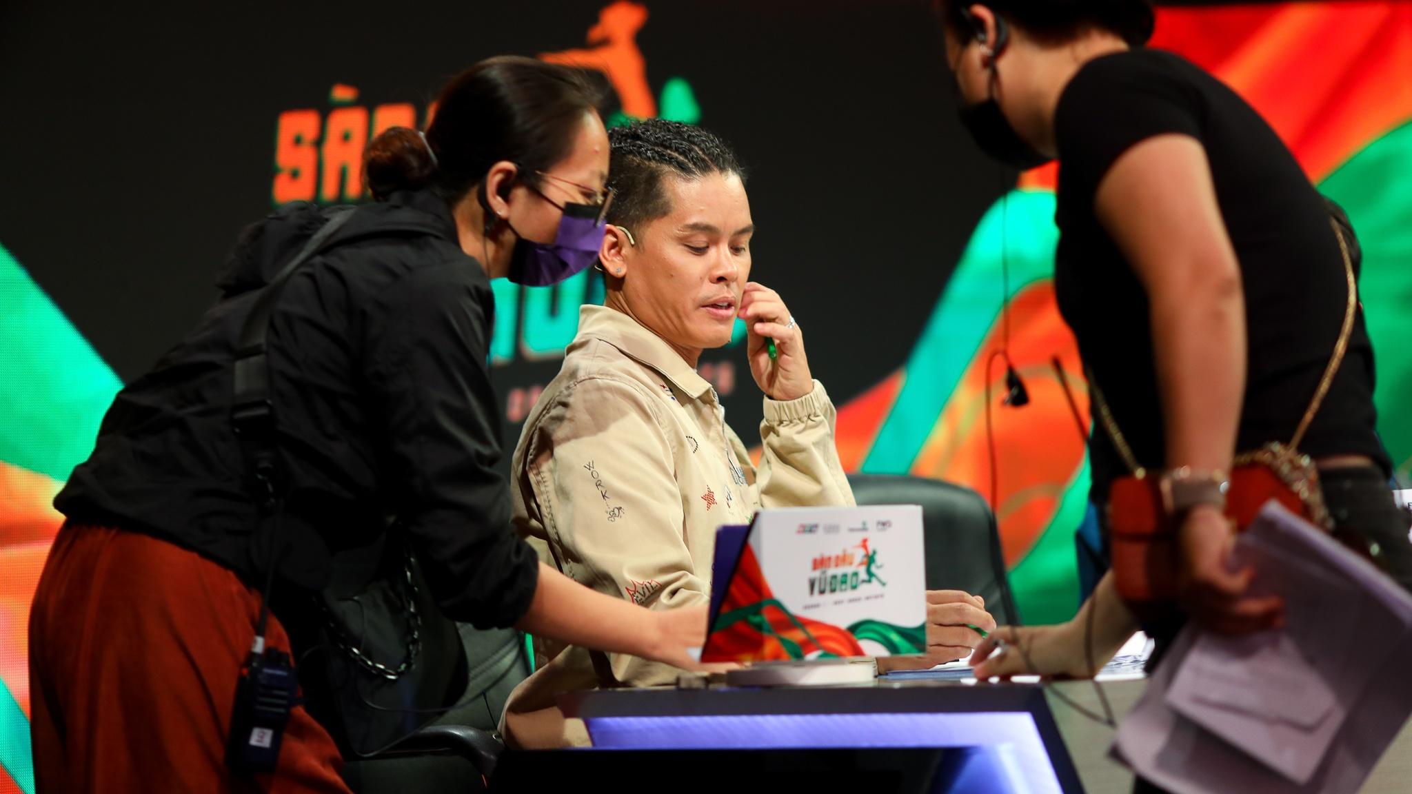 John Huy Tran lam giam khao show vu dao anh 33