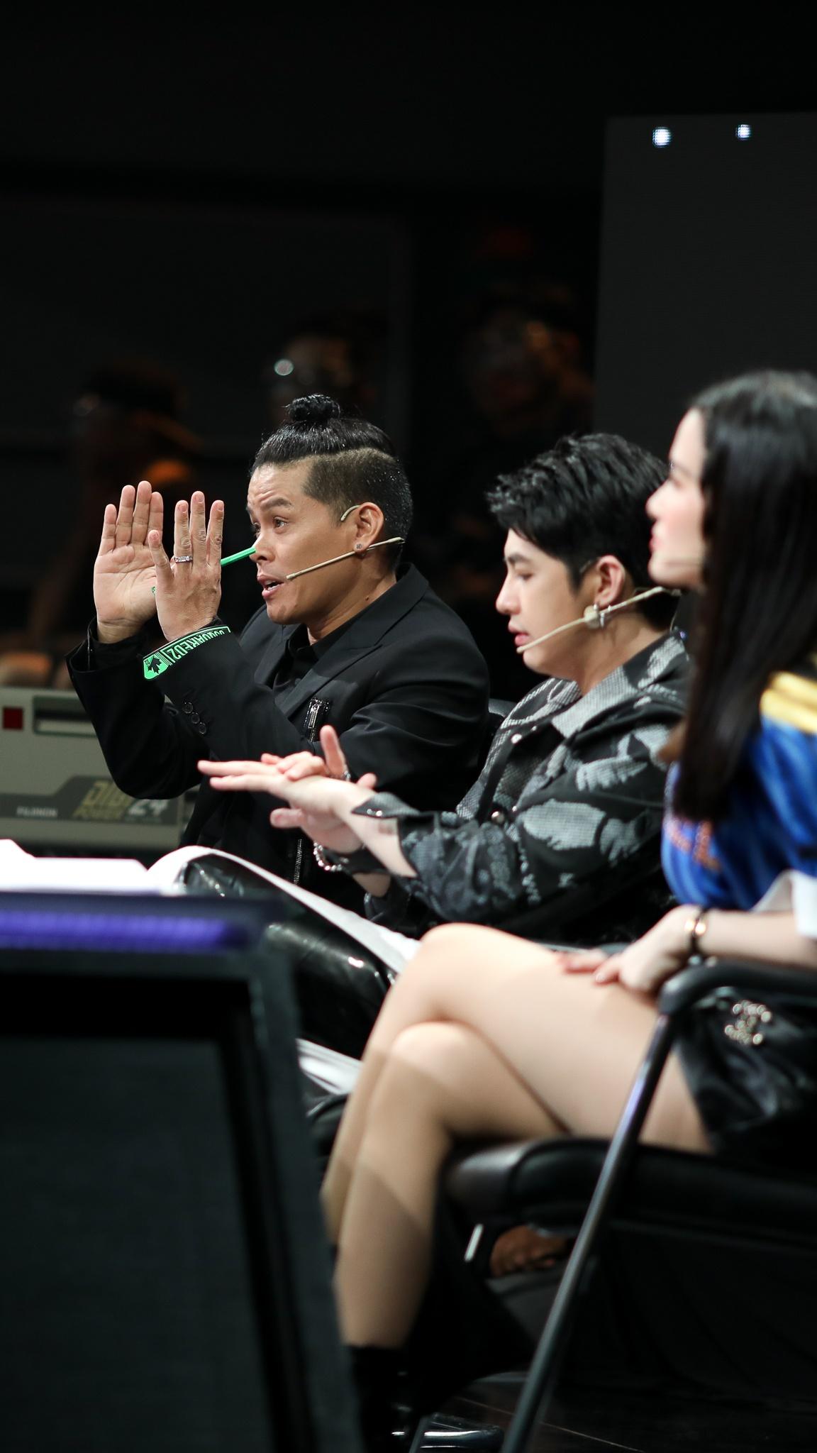 John Huy Tran lam giam khao show vu dao anh 25
