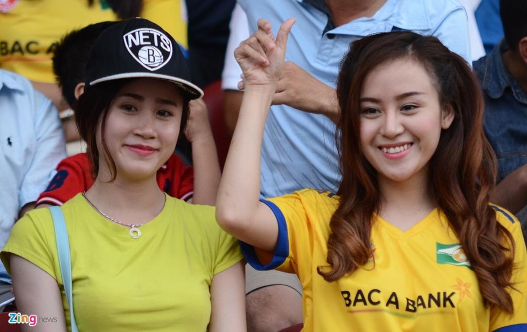 Tran CLB Sai Gon vs SLNA anh 5