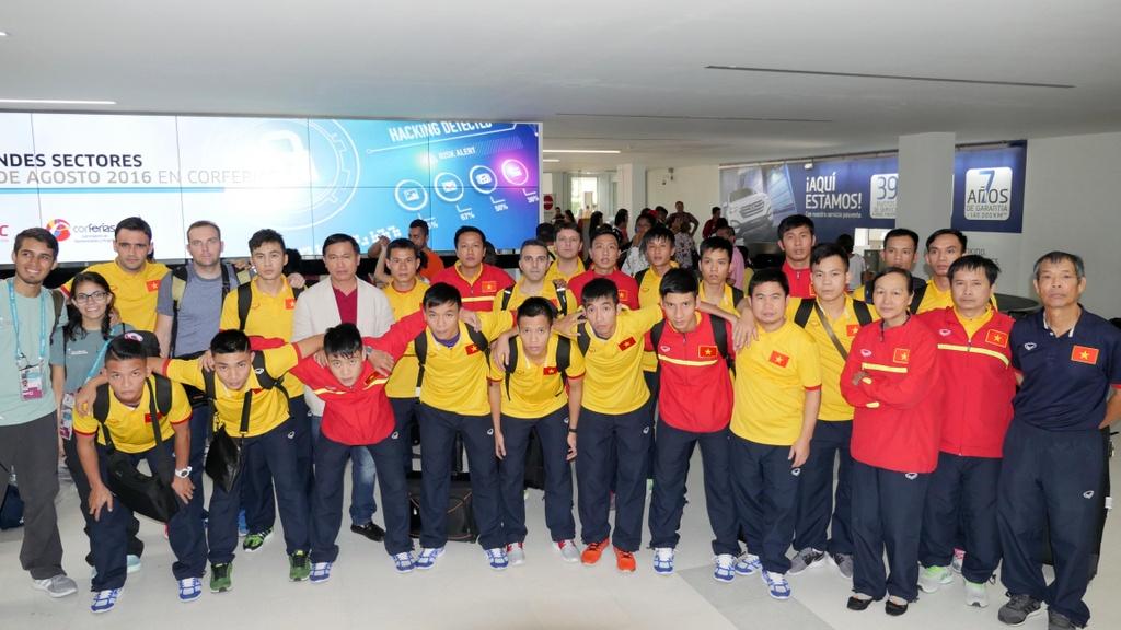 Tuyen futsal Viet Nam den Colombia anh 1