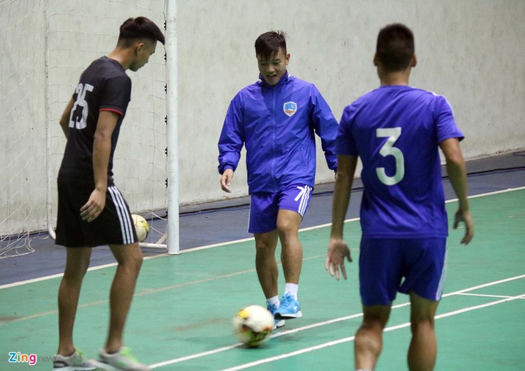 CLB Quang Nam phai tap trong nha vi bao Damrey hinh anh 3