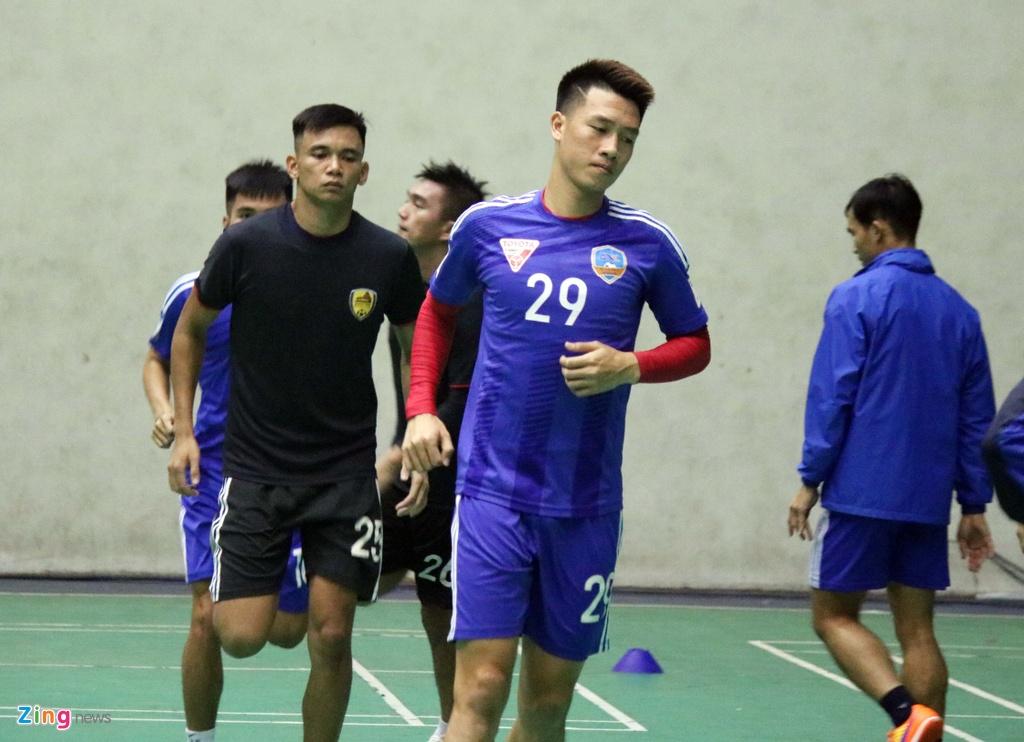 CLB Quang Nam phai tap trong nha vi bao Damrey hinh anh 2