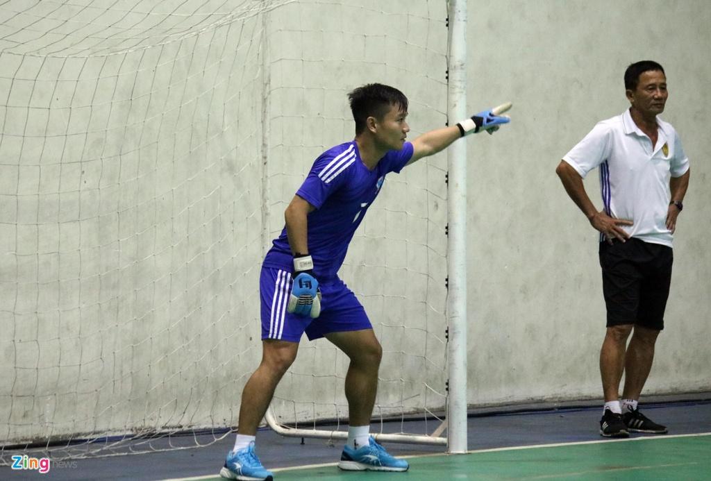 CLB Quang Nam phai tap trong nha vi bao Damrey hinh anh 5