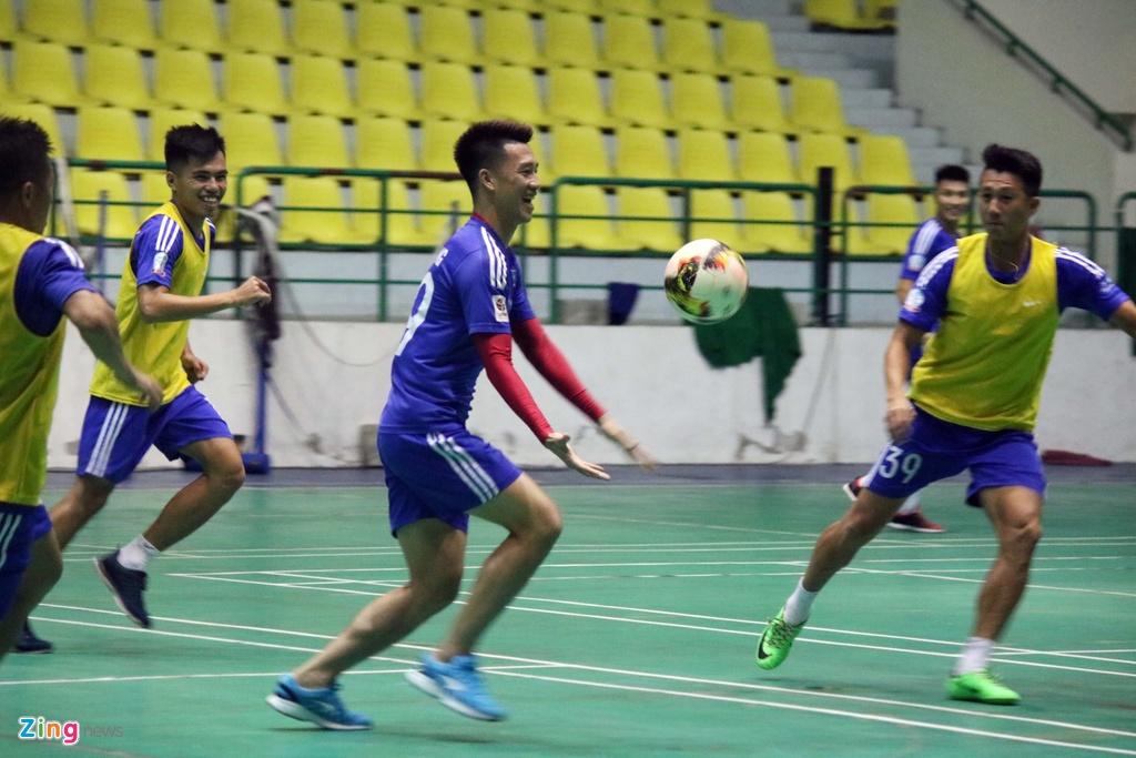CLB Quang Nam phai tap trong nha vi bao Damrey hinh anh 4