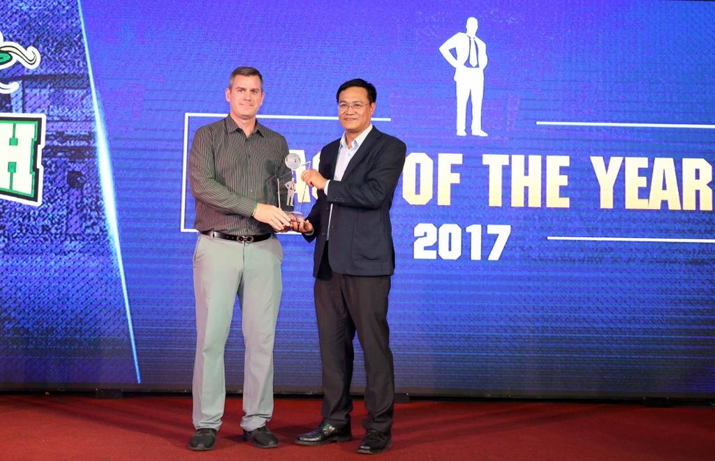Tam Dinh nhan 2 giai thuong tai Gala trao giai VBA 2017 hinh anh 8