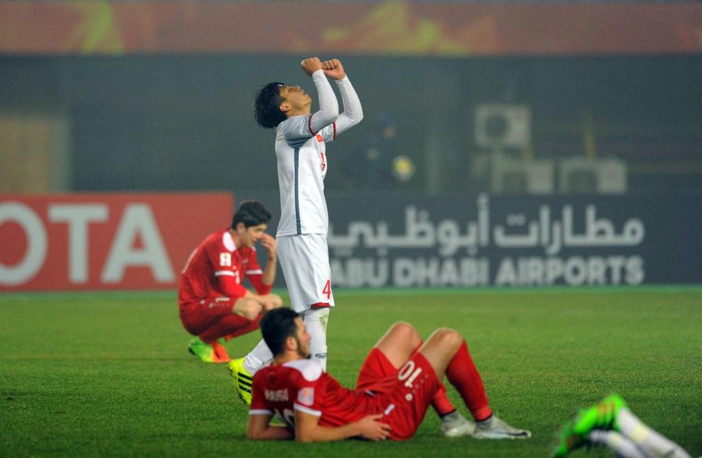 Cau thu U23 Syria guc nga anh 3