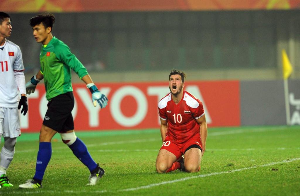 Cau thu U23 Syria guc nga anh 8