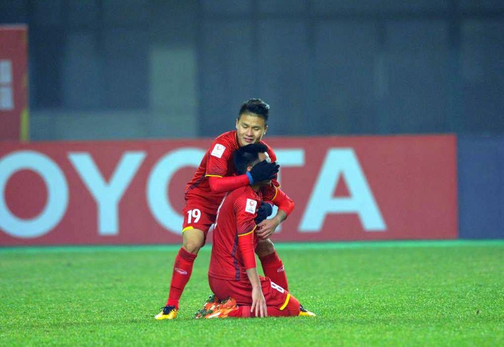 U23 Iraq bat khoc, lang nhin U23 Viet Nam an mung chien thang hinh anh 8