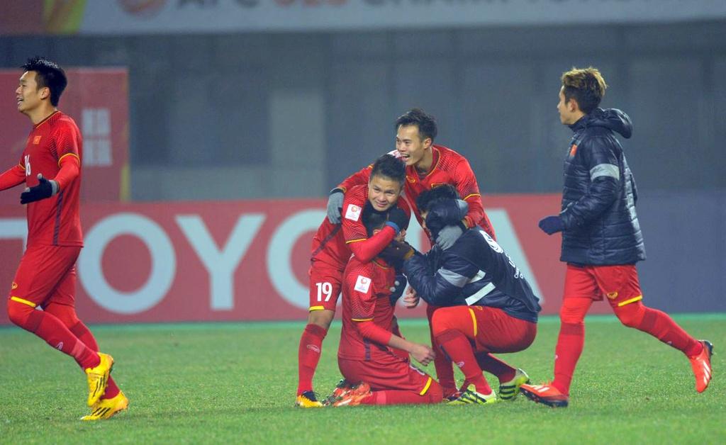 U23 Iraq bat khoc, lang nhin U23 Viet Nam an mung chien thang hinh anh 9