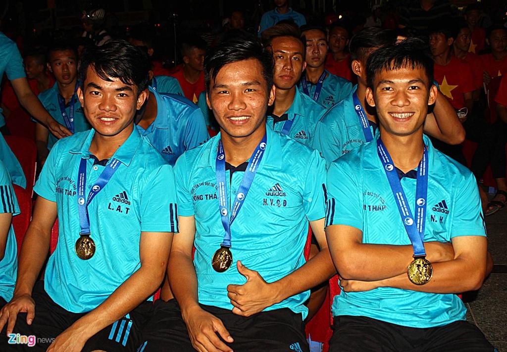 U19 Dong Thap mung cong ngay 17/3 anh 6