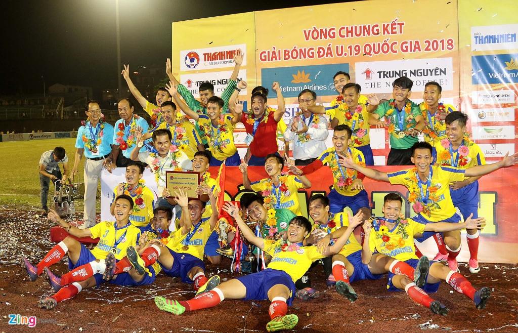 U19 Dong Thap mung cong ngay 17/3 anh 1