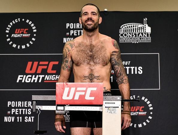 UFC FN 120: Ha guc doi thu bang don cho, vo si van tuyen bo giai nghe hinh anh 2