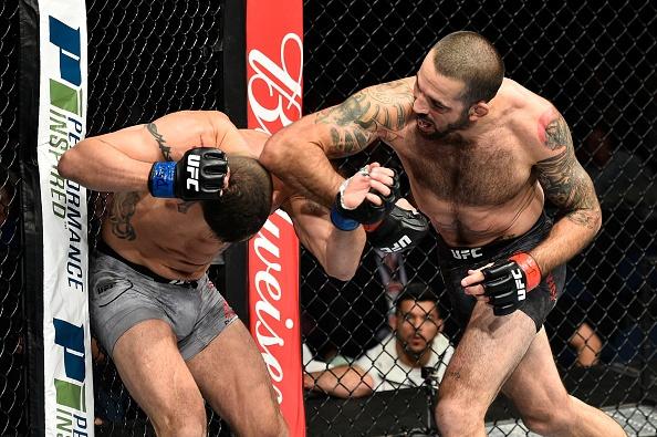 UFC FN 120: Ha guc doi thu bang don cho, vo si van tuyen bo giai nghe hinh anh 6