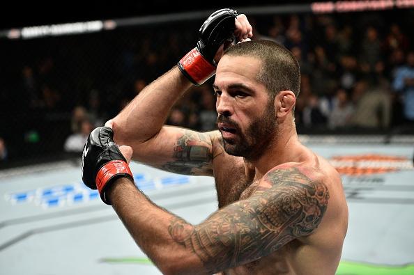 UFC FN 120: Ha guc doi thu bang don cho, vo si van tuyen bo giai nghe hinh anh 8