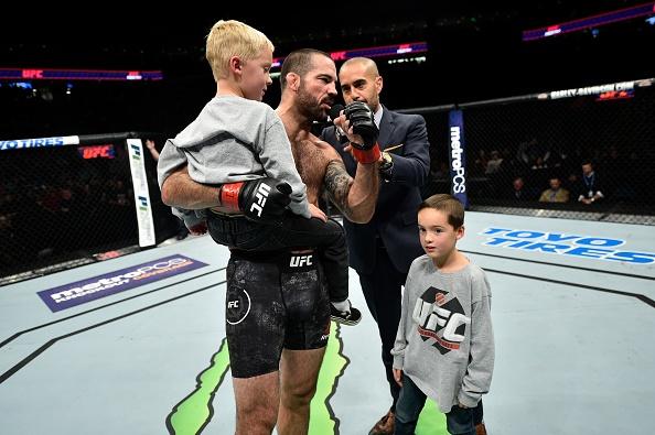 UFC FN 120: Ha guc doi thu bang don cho, vo si van tuyen bo giai nghe hinh anh 10