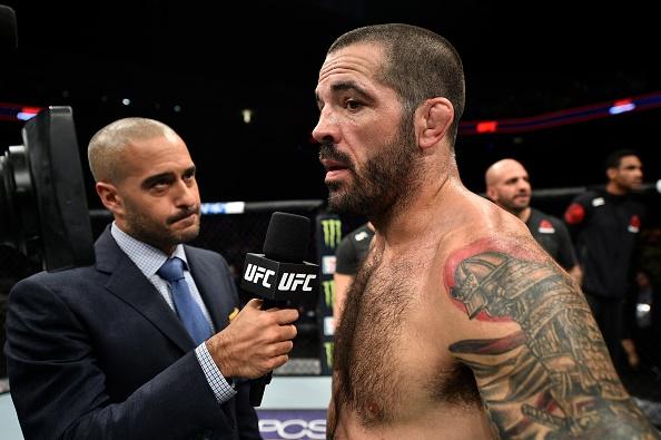 UFC FN 120: Ha guc doi thu bang don cho, vo si van tuyen bo giai nghe hinh anh 9