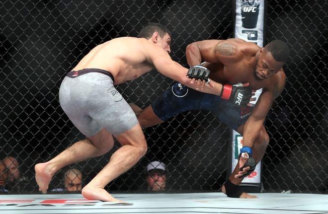 Vo si UFC thang bang combo don goi anh 3