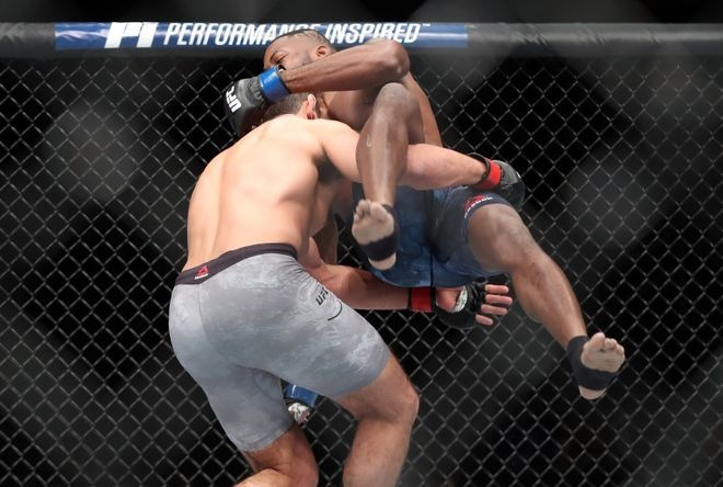 Vo si UFC thang bang combo don goi anh 4