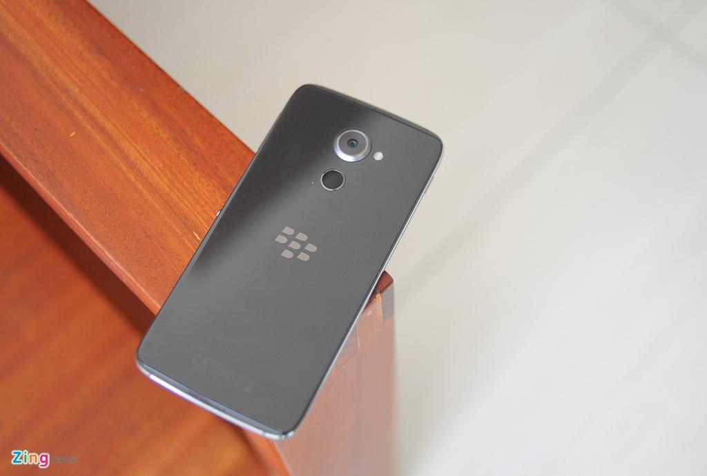 Anh thuc te BlackBerry DTEK60 sap ve Viet Nam hinh anh 1