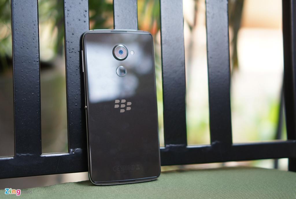 Mo hop BlackBerry DTEK60 gia 14 trieu sap len ke hinh anh 13