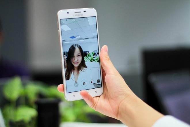 Smartphone tam trung sang gia 2016 anh 4