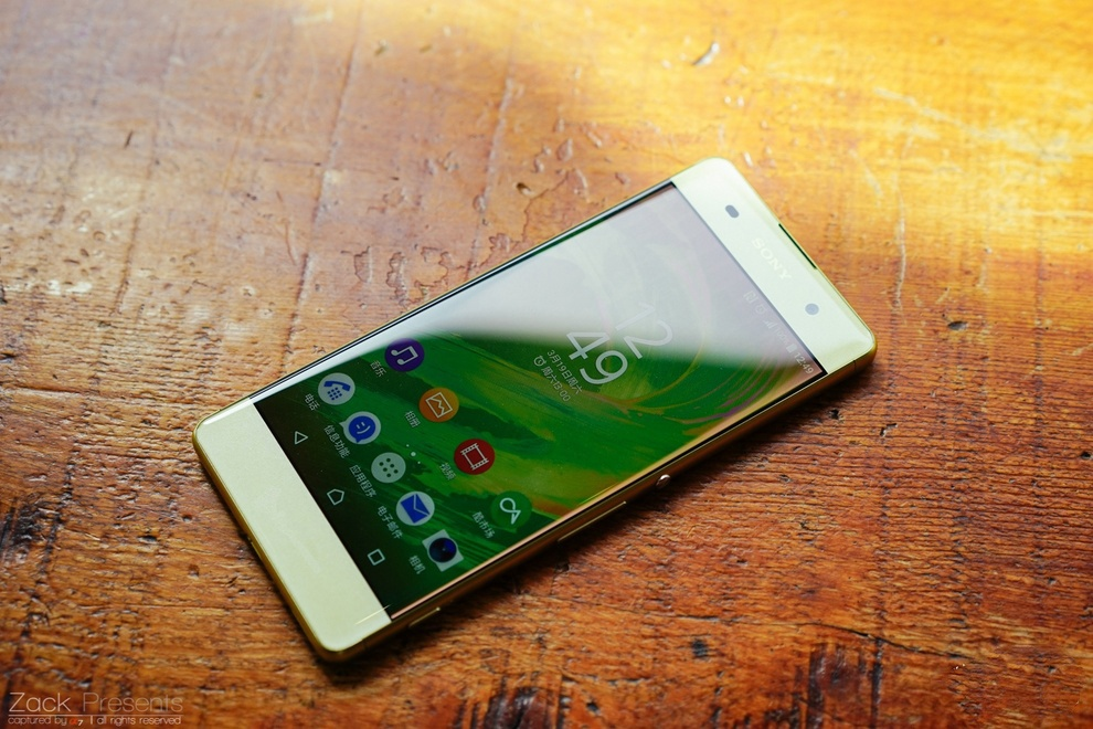 Smartphone tam trung sang gia 2016 anh 1