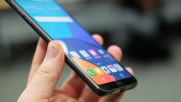 Anh thuc te LG G6: Ong vua dien thoai Android moi? hinh anh 10
