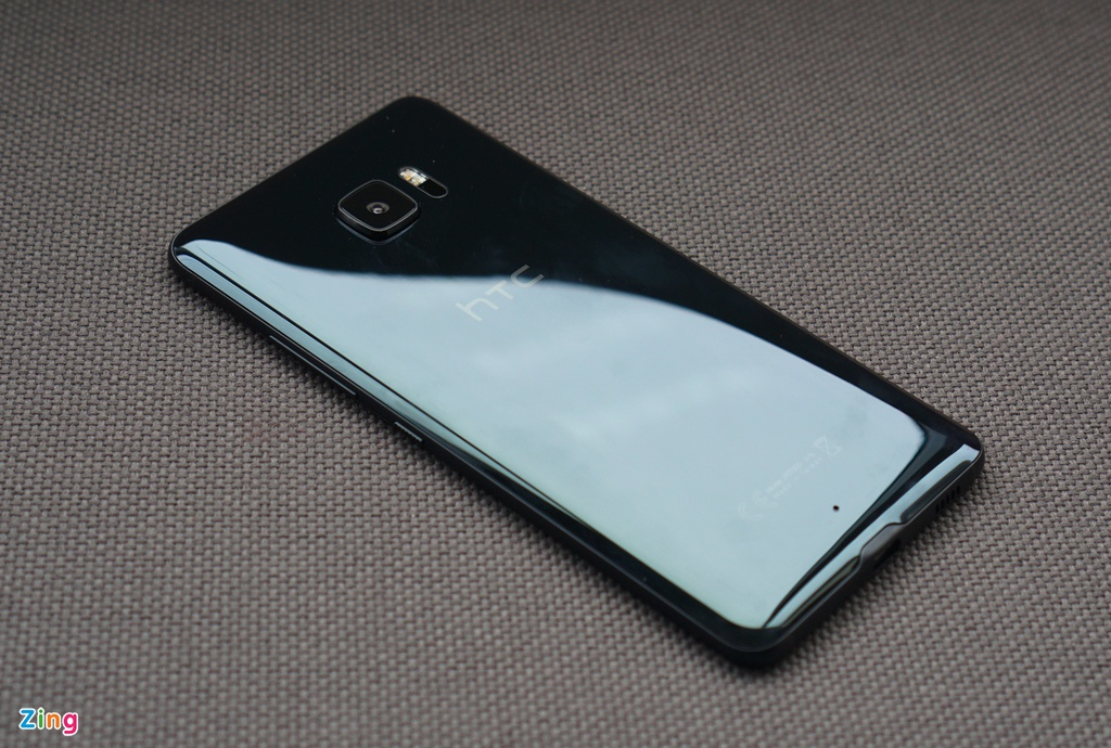 Mo hop HTC U Ultra: Bom tan dau nam hinh anh 3