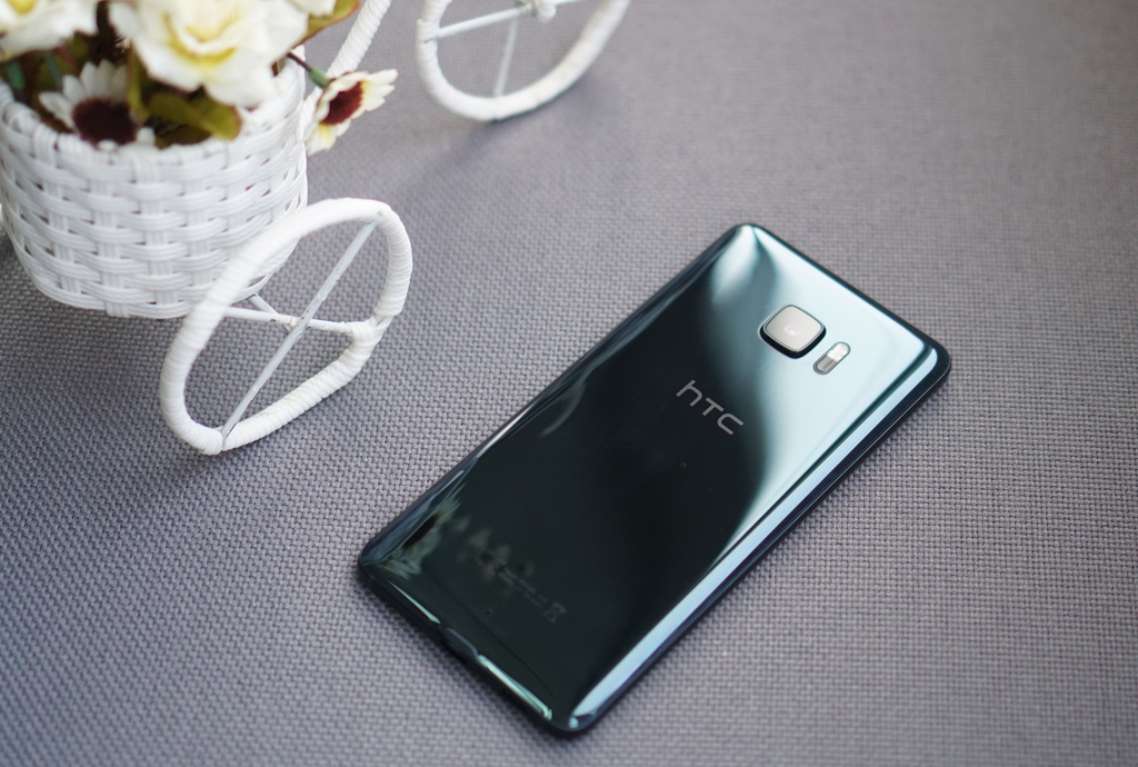 Danh gia HTC U Ultra: Tot moi mat, nhung chua du hinh anh 1