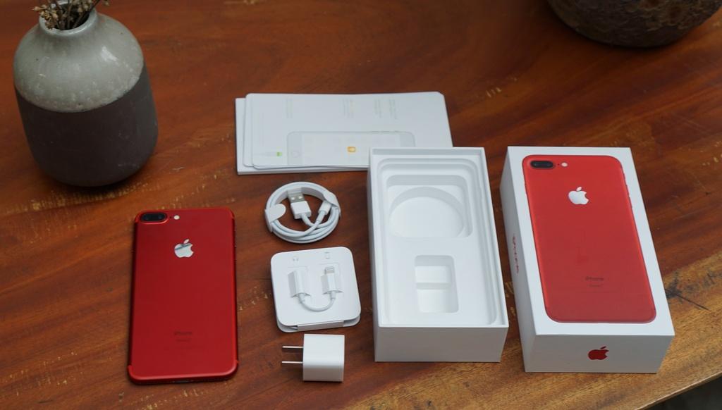Anh thuc te iPhone 7 Plus mau do anh 2