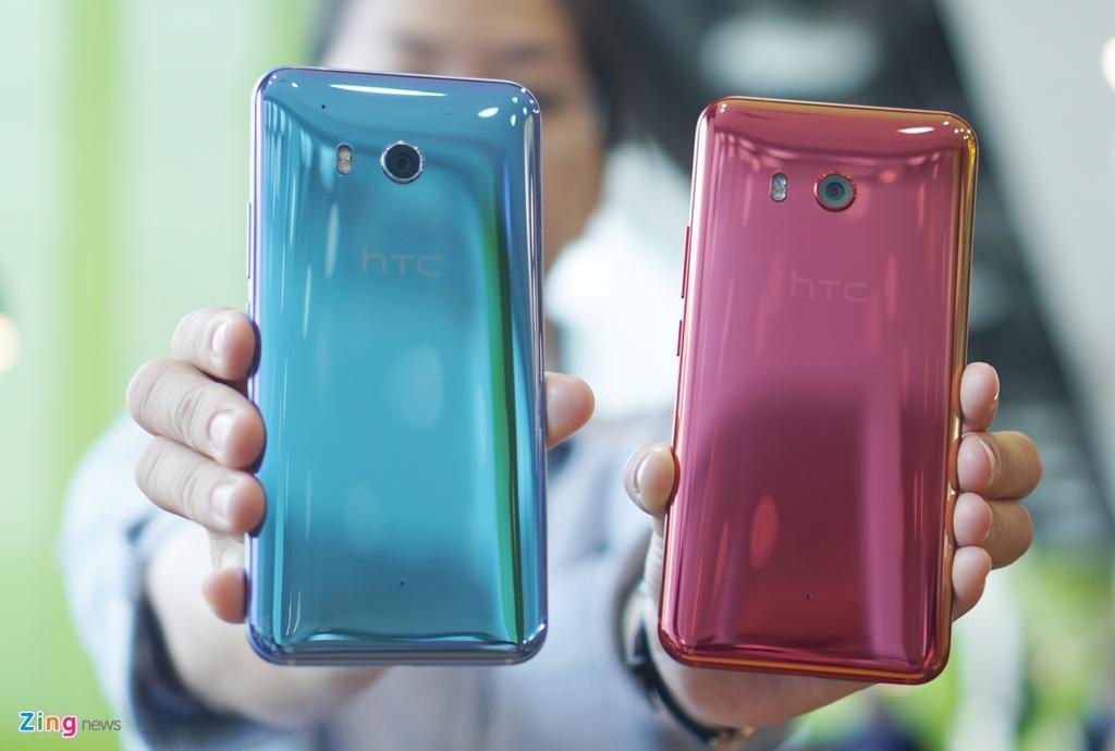 Anh thuc te HTC U11: Thiet ke dang cap, cau hinh sieu manh hinh anh 1