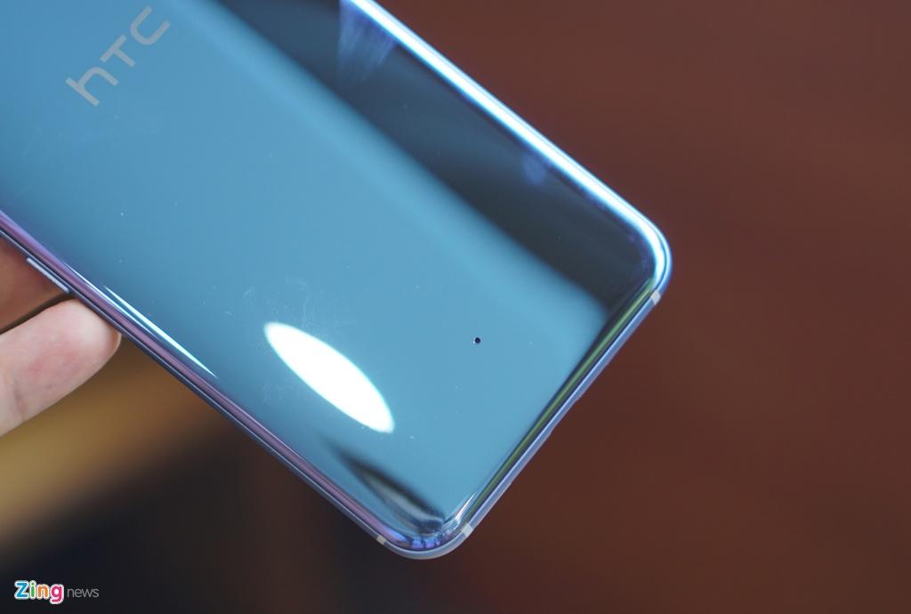 Anh thuc te HTC U11: Thiet ke dang cap, cau hinh sieu manh hinh anh 8