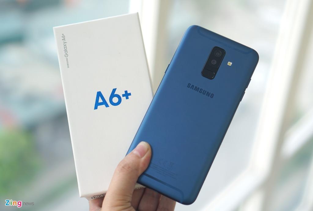 Mo hop Galaxy A6+ anh 2